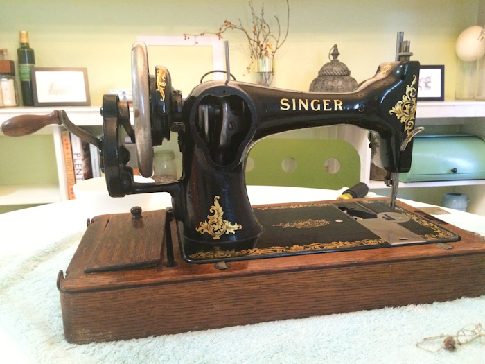 Cleaning And Operating A 40YearOld Sewing Machine Lindsay Woodward Awesome 100 Year Old Singer Sewing Machine Value