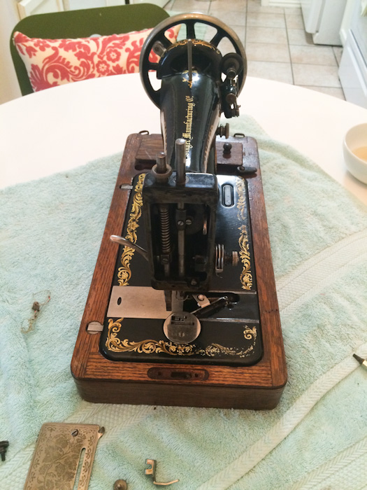Cleaning And Operating A 40YearOld Sewing Machine Lindsay Woodward Enchanting 100 Year Old Singer Sewing Machine Value